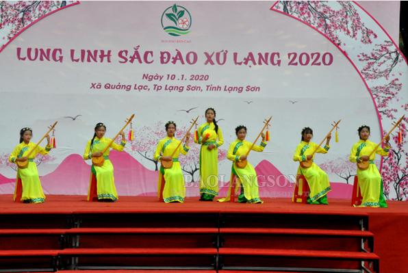 Hơn 1.000 cây đào đẹp tham dự Hội chợ hoa đào xã Quảng Lạc