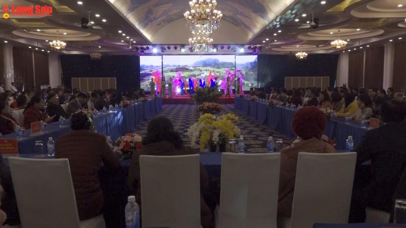 Ủy ban nhân dân tỉnh gặp mặt 160 đại biểu trí thức, văn nghệ sĩ