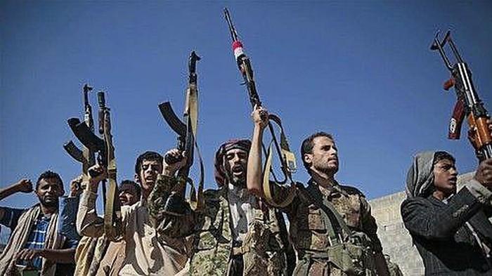 Houthi tấn công doanh trại quân đội Yemen, hơn 60 người thiệt mạng