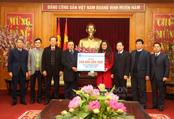Tập đoàn Dầu khí Việt Nam trao 500 triệu đồng hỗ trợ người nghèo Lạng Sơn đón tết