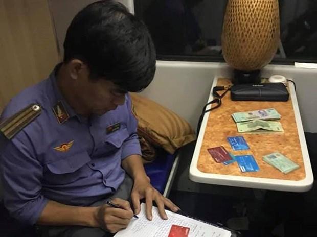 Nhân viên đường sắt trả lại hàng chục triệu đồng cho khách