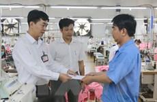 Thủ tướng yêu cầu bảo đảm trả tiền lương, thưởng cho người lao động
