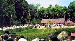 Dòng người hành hương về Khu di tích Kim Liên, tưởng nhớ Bác Hồ