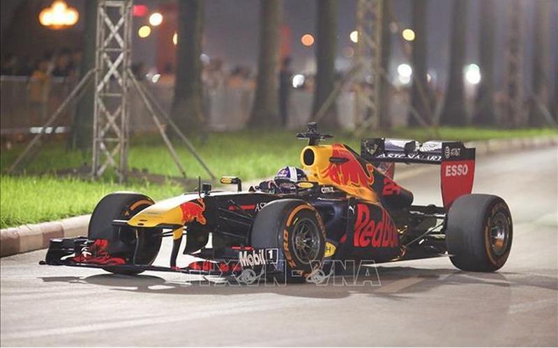 Phân luồng bảo vệ mặt đường đua F1