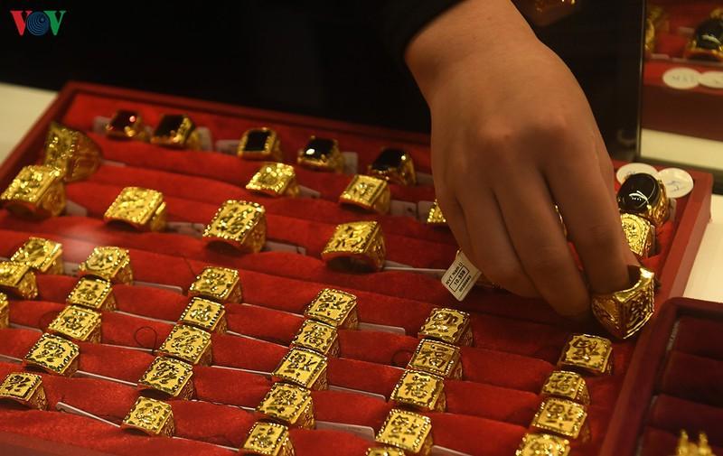 Giá vàng trong nước và thế giới đồng loạt tăng nhẹ sát ngày Valentine
