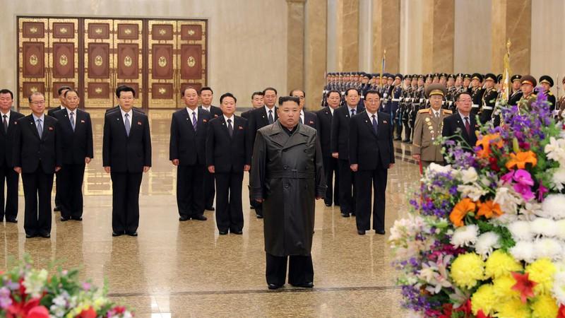 Ông Kim Jong-un xuất hiện trước công chúng sau hơn 3 tuần