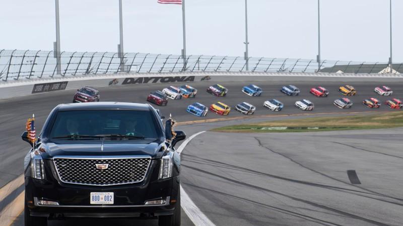 """Tổng thống Donald Trump mang """"quái thú"""" chạy ở đường đua Daytona 500"""