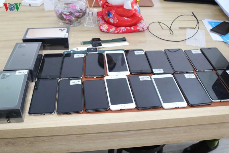 Tịch thu nhiều điện thoại iPhone không rõ nguồn gốc
