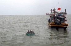 Quảng Trị cứu nạn thành công tàu cá mắc cạn cùng 9 thuyền viên