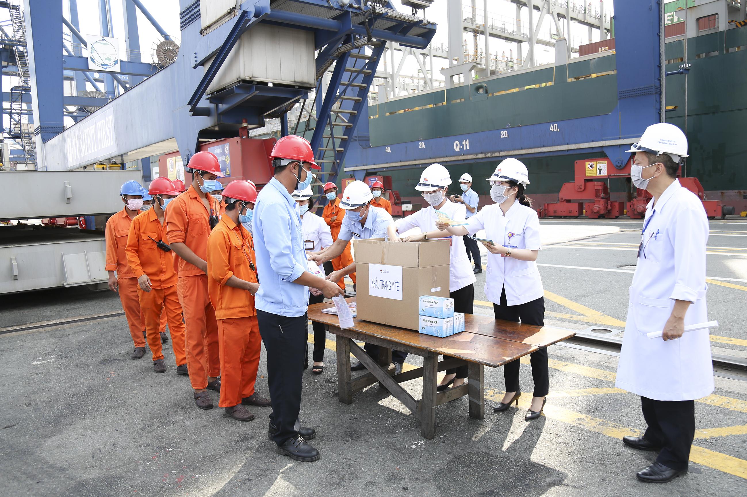 Quyết liệt phòng, chống dịch COVID-19 ở Tân cảng Sài Gòn
