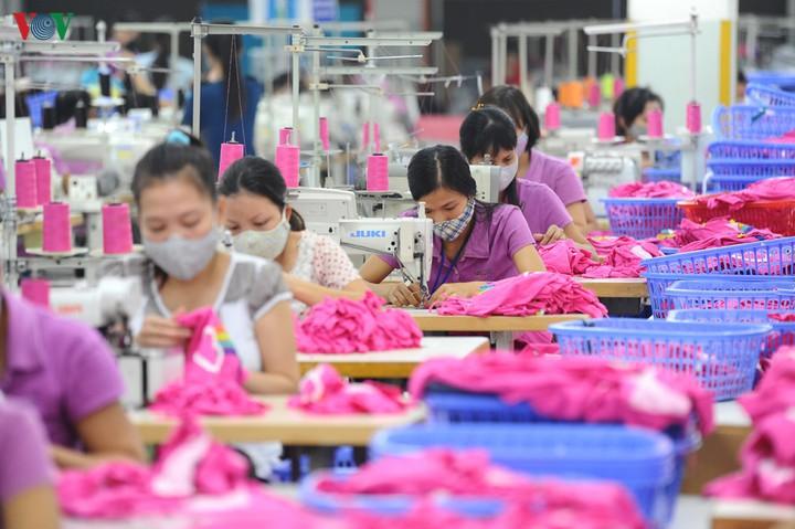 Dệt may, da giày lao đao vì thiếu nguyên liệu sản xuất