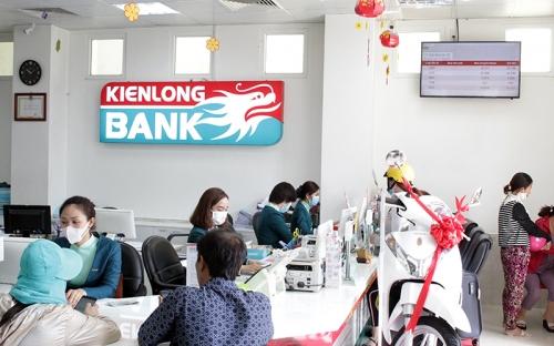 Ngành ngân hàng triển khai nhiều giải pháp hỗ trợ khách hàng