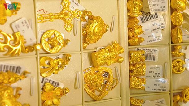 Giá vàng thế giới thấp hơn giá vàng SJC gần 4 triệu đồng/lượng