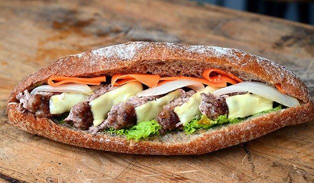Bánh mì Việt Nam và những khúc biến tấu