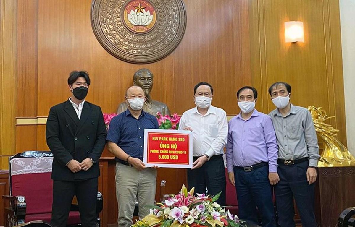HLV Park Hang-seo ủng hộ 5.000 USD cho Quỹ phòng chống dịch COVID-19'