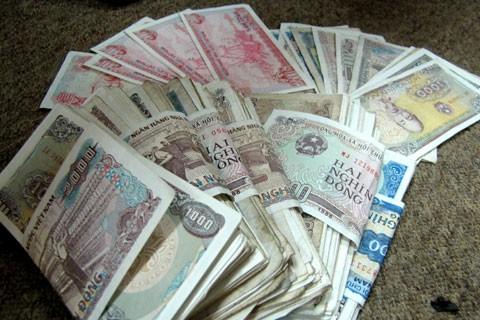 Lo ngại lây virus qua tiền mặt, nhiều người chuyển thanh toán trực tuyến