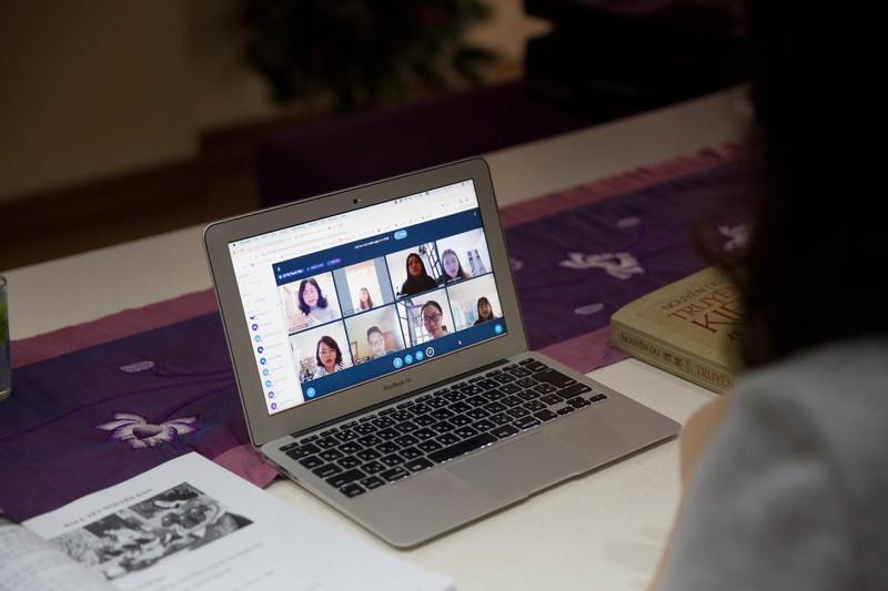 Dạy online: Giảng viên, Giáo sư đầu ngành cũng phải tập làm sinh viên