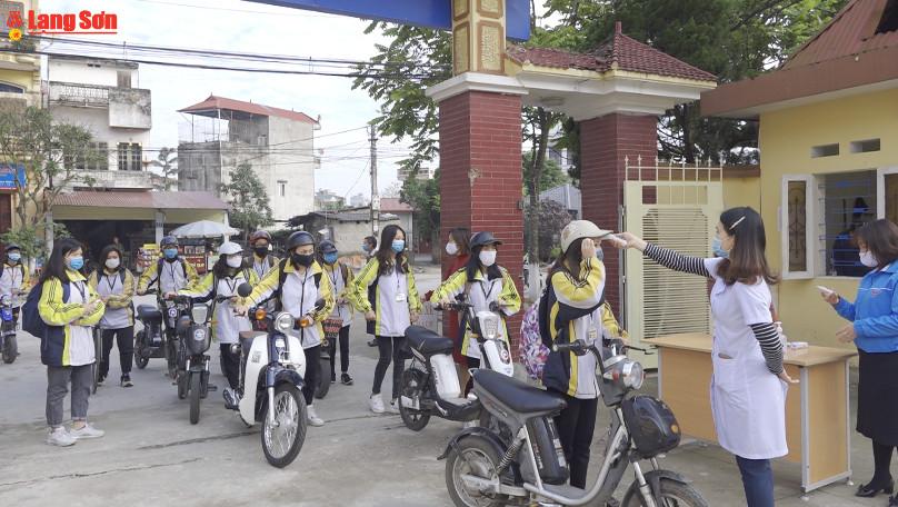 Học sinh, sinh viên Lạng Sơn đi học sau nhiều ngày nghỉ phòng dịch Covid - 19