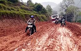 Dân khổ vì đường khó