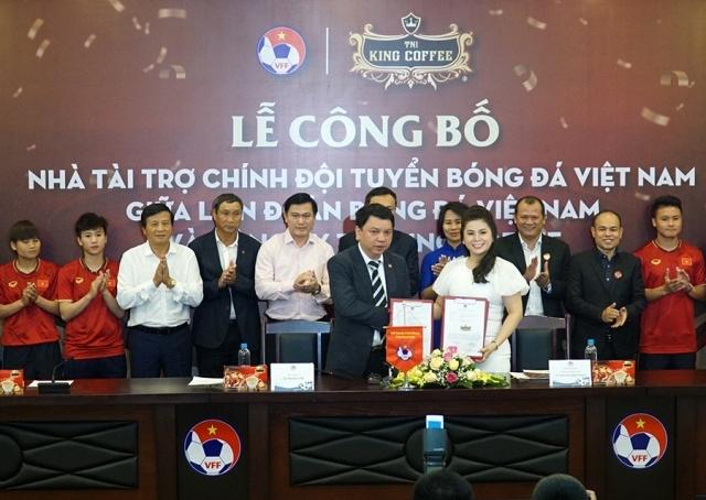 King Coffee tài trợ cho đội tuyển bóng đá nam, nữ Việt Nam