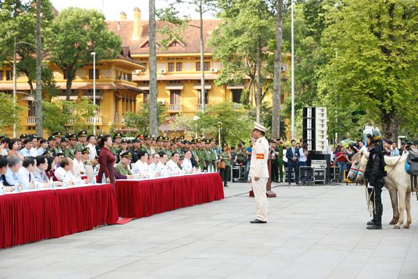 Đại biểu Quốc hội dự buổi ra mắt lực lượng Cảnh sát cơ động kỵ binh