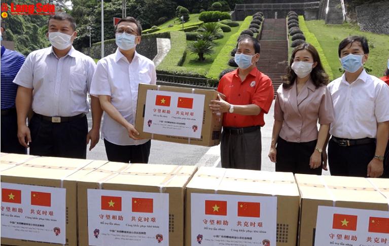 Tiếp nhận 33 nghìn vật tư y tế của Khu tự trị dân tộc Choang Quảng Tây (Trung Quốc)