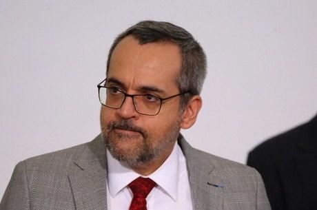 Bộ trưởng Brazil bị phạt vì không đeo khẩu trang khi dự sự kiện
