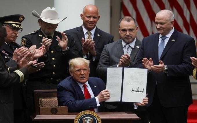 Tổng thống Mỹ ký sắc lệnh cải tổ cảnh sát