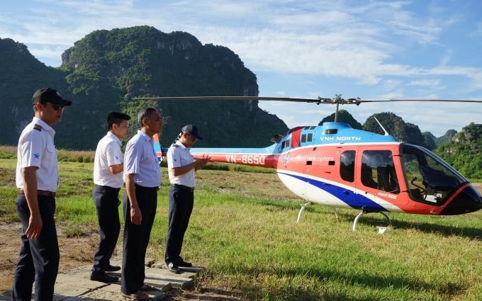 Trải nghiệm bay trực thăng, ngắm Tràng An