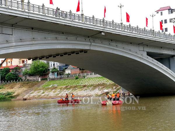 Tìm thấy thi thể nạn nhân đuối nước tại sông Kỳ Cùng