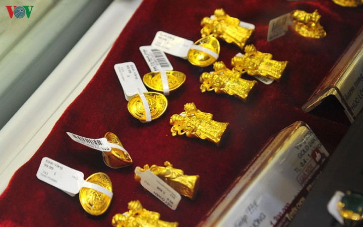 Giá vàng trong nước gần 50 triệu đồng/lượng, cao hơn giá vàng thế giới