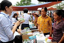 Văn Quan: Lợi ích từ phiên chợ khuyến nông