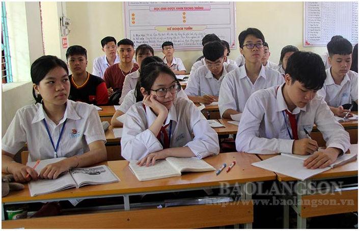 Nhà trường và học sinh tăng tốc ôn tập cho kỳ thi vào lớp 10