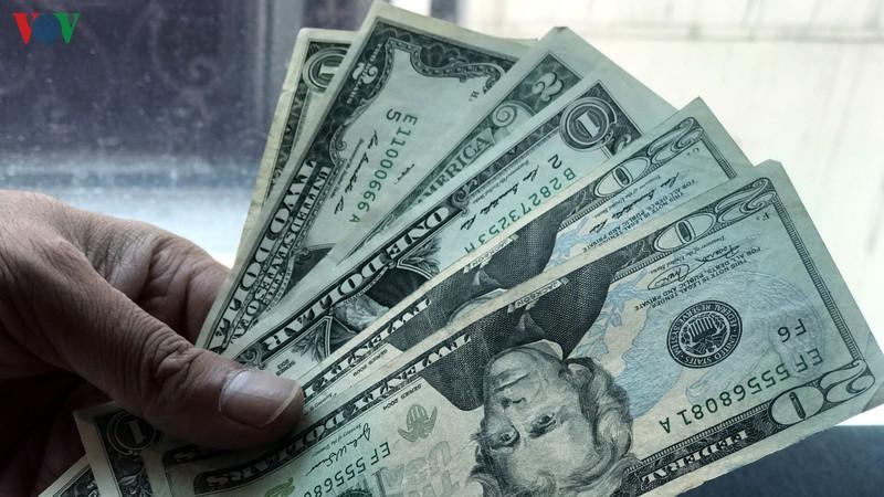 Giá mua USD giảm tại một số ngân hàng