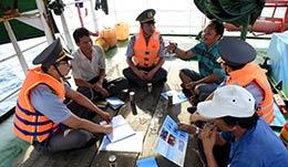 Chi đội Kiểm ngư số 4: Giúp đỡ ngư dân bằng những việc làm thiết thực