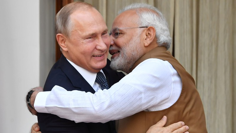 Căng thẳng với Trung Quốc, Ấn Độ chọn Nga hay Mỹ?