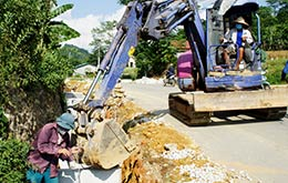 Đẩy nhanh thi công hạng mục công trình bảo vệ kết cấu hạ tầng giao thông