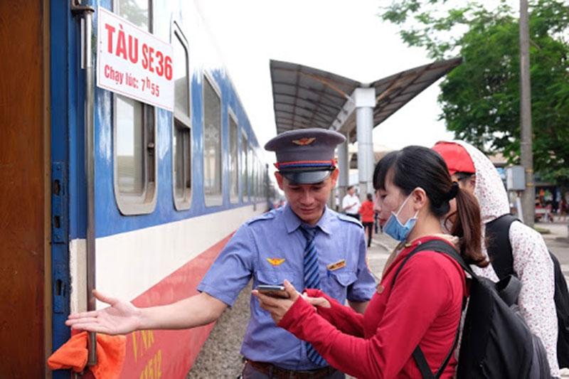 Đường sắt triển khai ứng dụng mua vé tàu trực tuyến