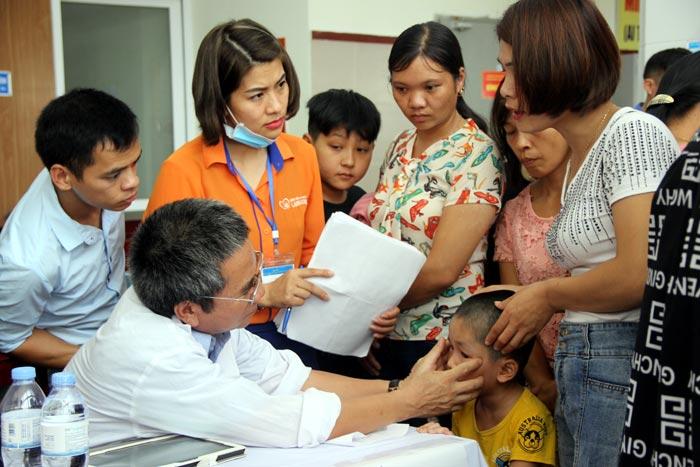 Hơn 400 trẻ em mắc dị tật bẩm sinh, khuyết tật được khám sàng lọc