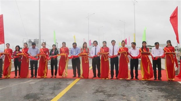Thông xe cầu nối vùng trọng điểm kinh tế vườn Tiền Giang-Bến Tre