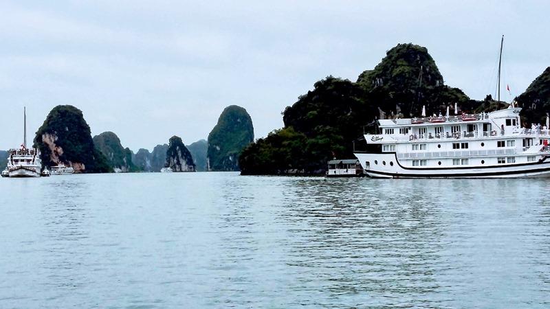 Công bố cụm neo đậu tàu du lịch lưu trú qua đêm trên các vịnh Cát Bà