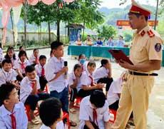 Tuổi trẻ Lạng Sơn: Xung kích tuyên truyền đảm bảo an toàn giao thông