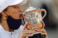 Tay vợt 19 tuổi Iga Swiatek đăng quang Roland Garros 2020