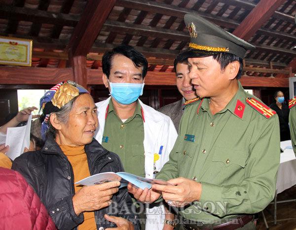 Công an tỉnh tổ chức chuỗi hoạt động tại huyện Văn Lãng