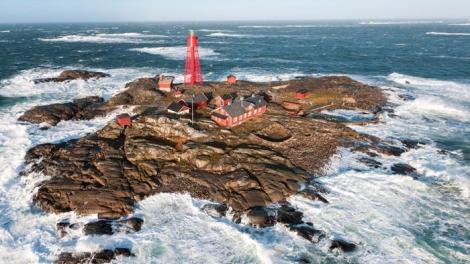 """Trải nghiệm sống biệt lập giữa biển với khách sạn """"hải đăng"""" 150 tuổi"""