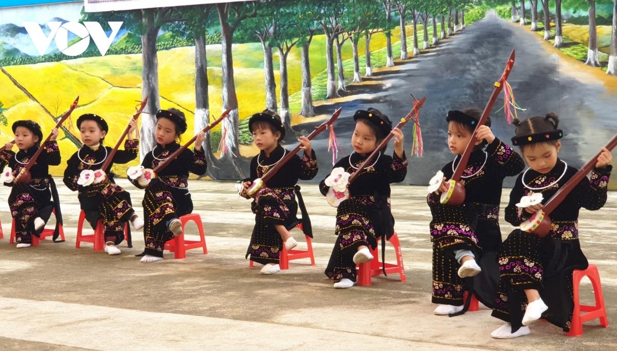 Truyền dạy, giữ gìn bản sắc văn hóa dân tộc ở Mường Lò
