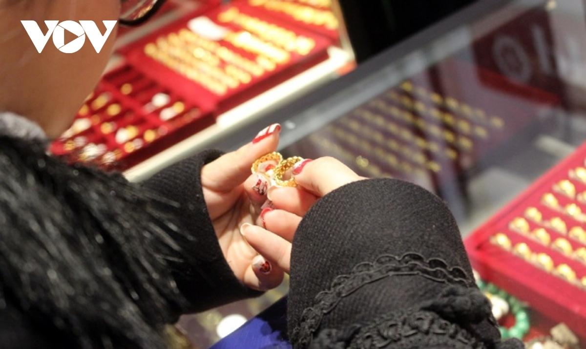 Giá vàng trầm lắng chưa tìm thấy yếu tố bứt phá