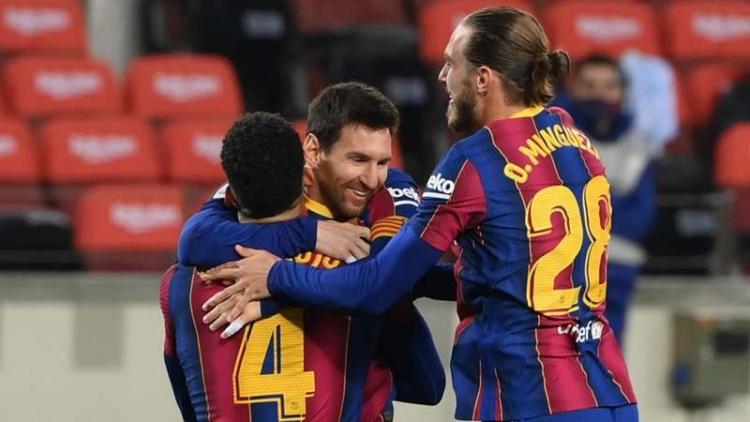 Bị Messi cân bằng kỷ lục khủng, Pele hết lời ca ngợi M10