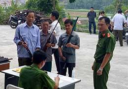 Vận động Nhân dân giao nộp vũ khí, công cụ hỗ trợ: Cách làm ở Thụy Hùng