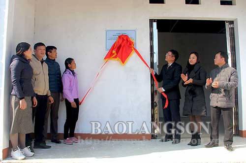 Bàn giao nhà đại đoàn kết cho hộ nghèo tại Tràng Định và Văn Lãng